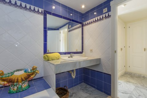 Penthouse for sale in Atalaya-Isdabe, Malaga, Spain, 3 bedrooms, 271.15m2, No. 1723 – photo 17