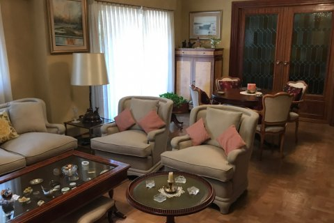 Apartment for sale in Madrid, Spain, 6 bedrooms, 216.00m2, No. 2002 – photo 18