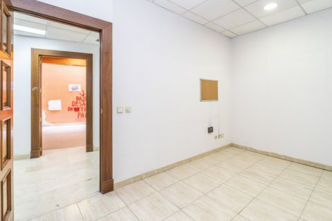 Apartment for sale in Madrid, Spain, 7 bedrooms, 223.00m2, No. 2714 – photo 27