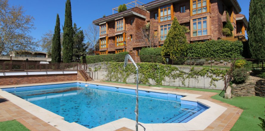 Penthouse in Madrid, Spain 3 bedrooms, 204.00 sq.m. No. 1774
