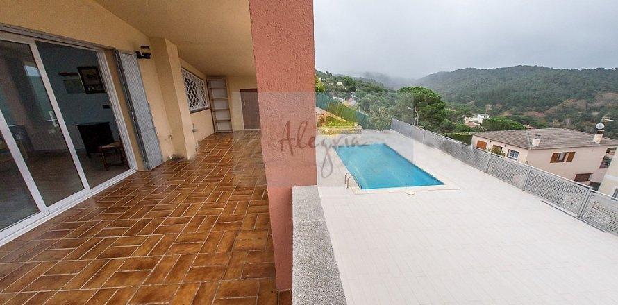 Villa in Lloret de Mar, Girona, Spain 4 bedrooms, 225.00 sq.m. No. 8016