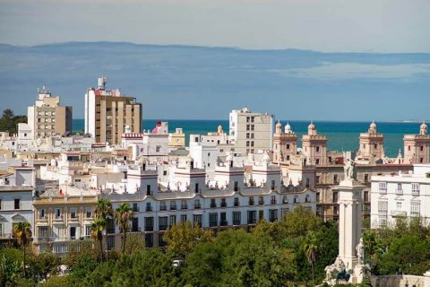 In several municipalities of Cadiz, housing prices fall the most in the summer