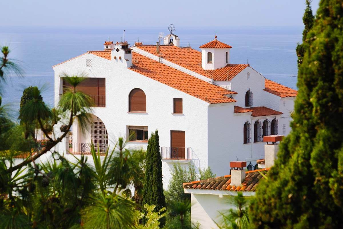 How to build a house in Spain?