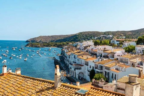 Investing in tourist real estate in Spain: risks and opportunities